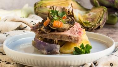 Torretta di patate, carciofi e arrosto di vitello