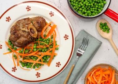 Ossobuco con piselli e carote