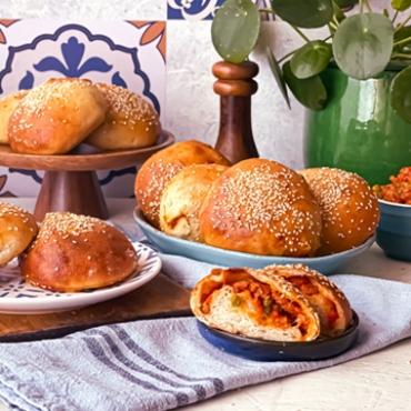 Ravazzate siciliane con ragù e piselli